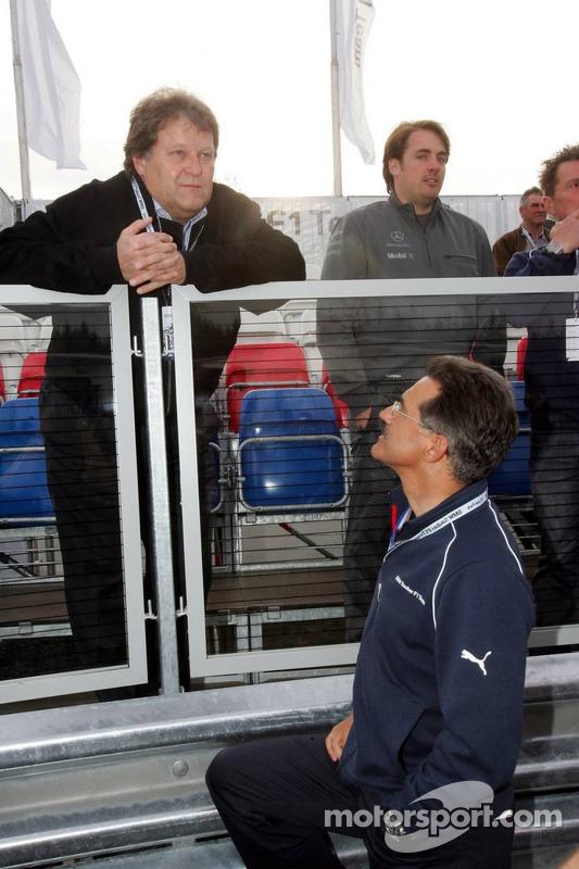 Visite du stand de l'équipe BMW Sauber: Norbert Haug et Dr. Mario Theissen