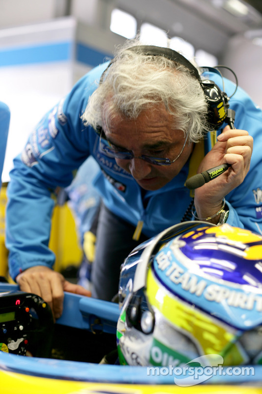 Flavio Briatore parle avec Giancarlo Fisichella