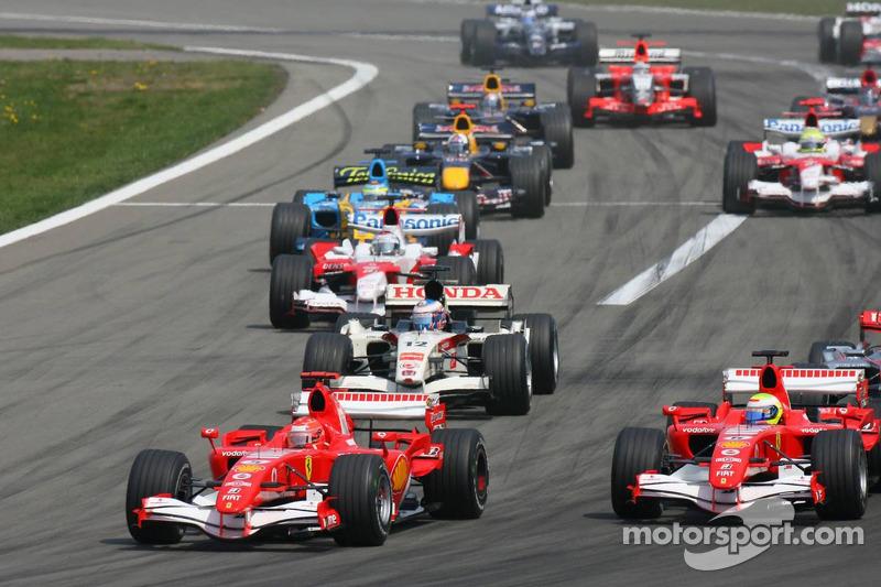 Départ: Michael Schumacher et Felipe Massa
