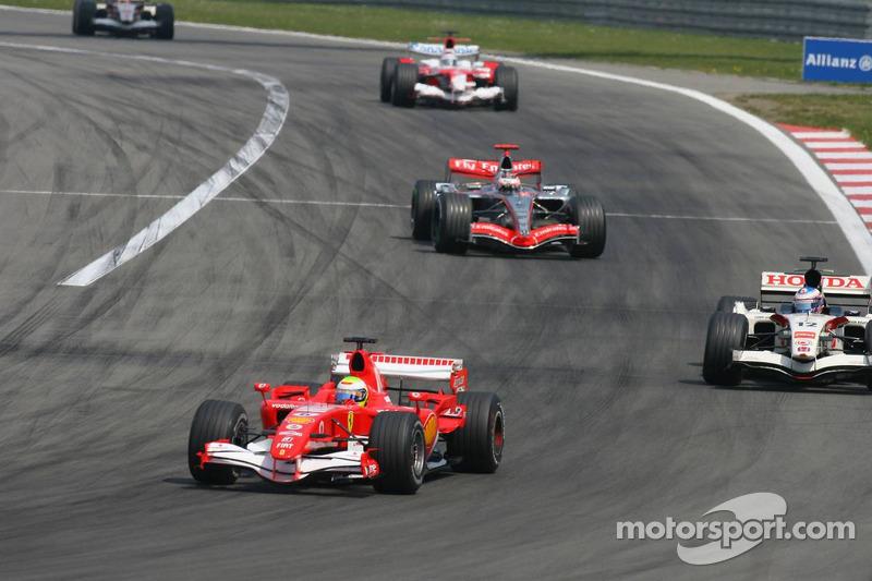 Felipe Massa devant Jenson Button