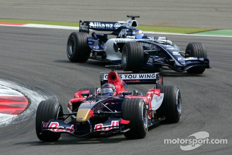 Scott Speed devant Nico Rosberg
