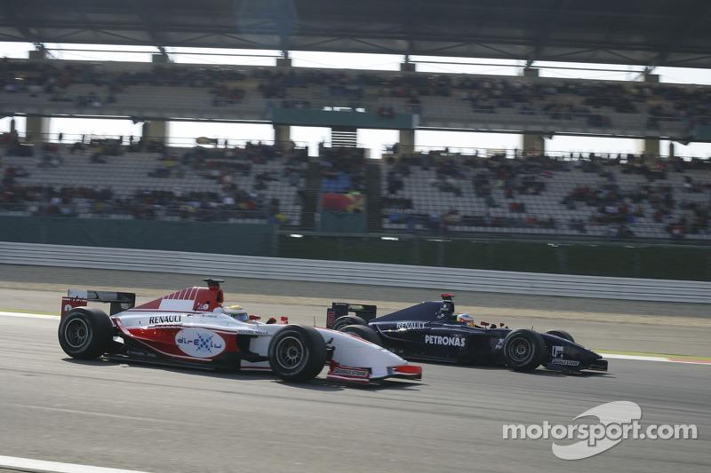 Lewis Hamilton dépasse Jose Maria Lopez