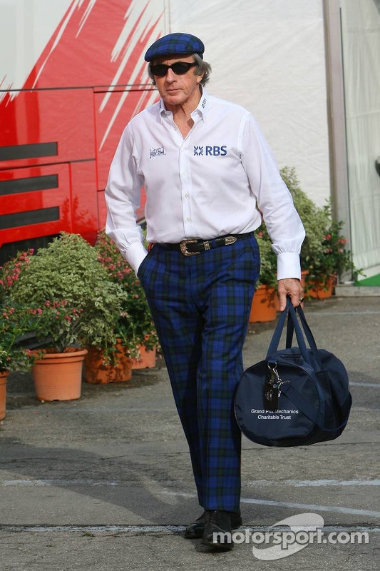 Sir Jackie Stewart de la Royal Band d'Ecosse