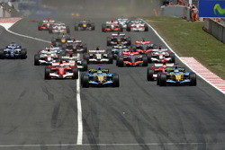 Start: Fernando Alonso and Giancarlo Fisichella lead the field