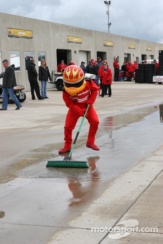 Firestone Firehawk aide à nettoyer à Gasoline Alley