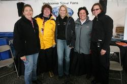 Des femmes dans un forum de fans de course