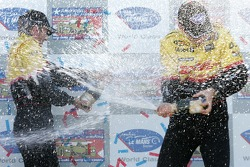 LMP2 podium: champagne for Timo Bernhard and Romain Dumas