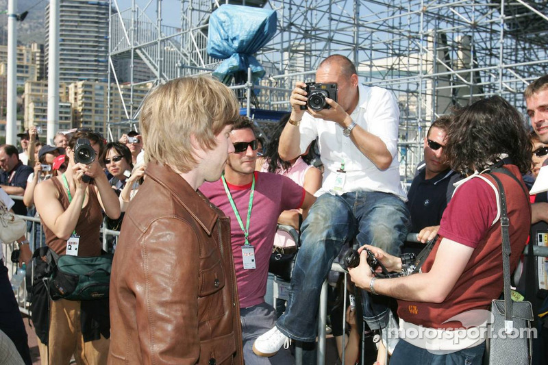 Michel Comte à la séance photos de BMW-Sauber avec Nick Heidfeld