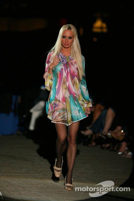 Cora Schumacher à un défilé de mode