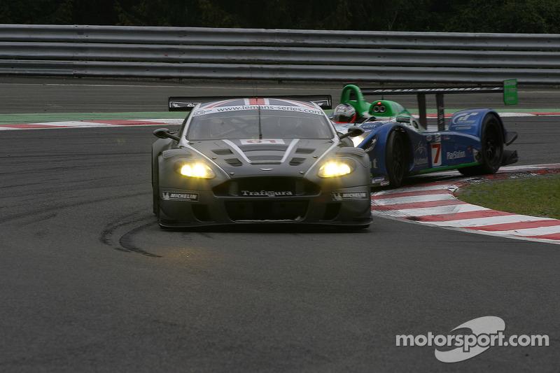 #61 Cirtek Motorsport Aston Martin DBR9: Antonio Garcia and #17 Pescarolo Sport Pescarolo C60 Judd: Emmanuel Collard, Jean-Christophe Boullion