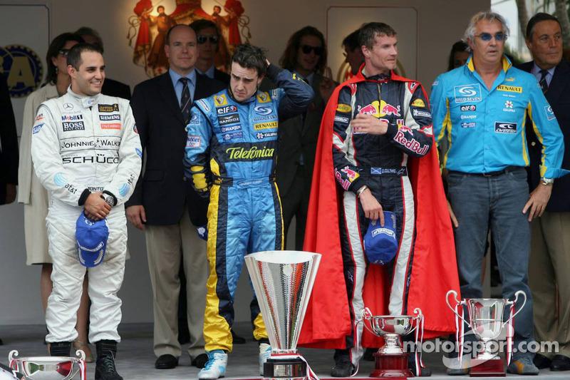Podio: Ganador de la carrera Fernando Alonso; Juan Pablo Montoya el segundo lugar y tercer lugar David Coulthard