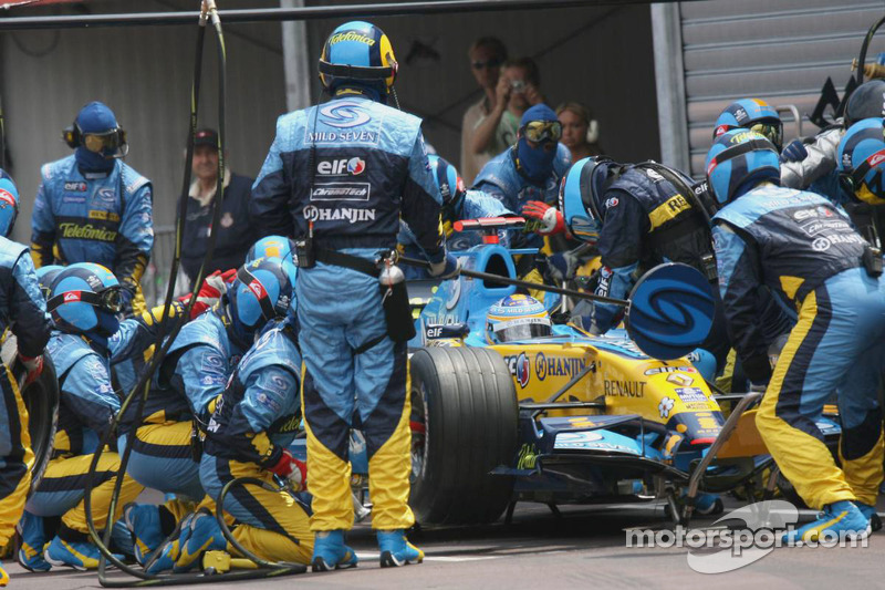 Fernando Alonso hace un pitstop