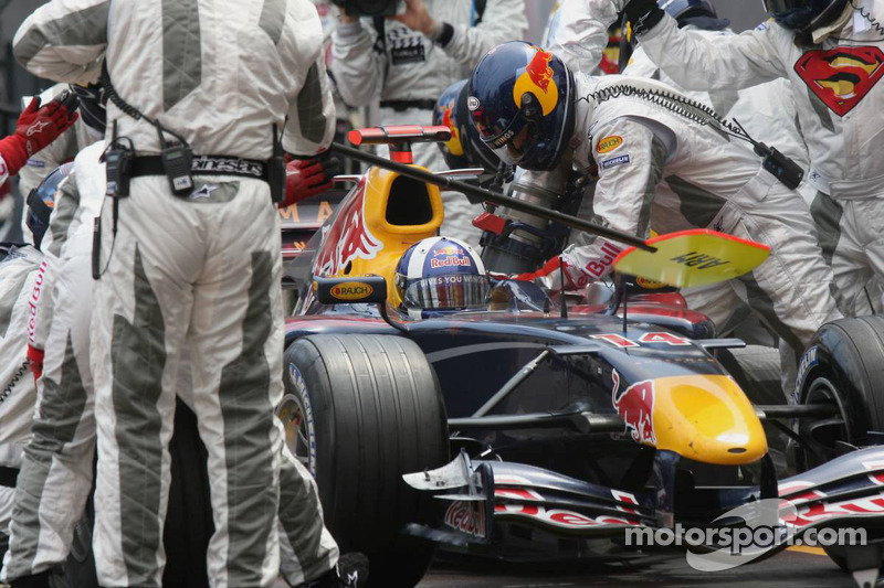 David Coulthard hace un pitstop