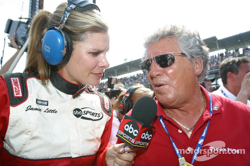Jamie Little interview Mario Andretti après une course
