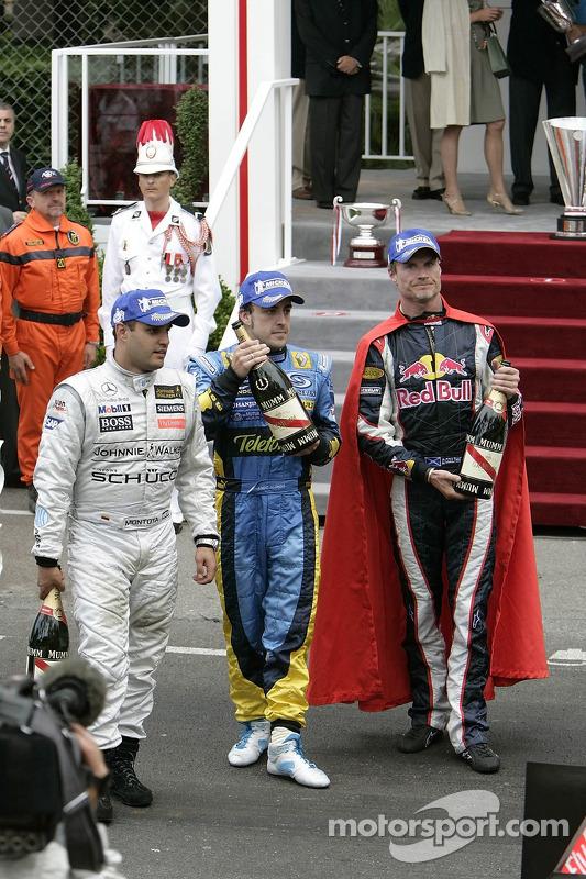 Coulthard aproveitou a capa do Superman para celebrar o primeiro pódio da Red Bull