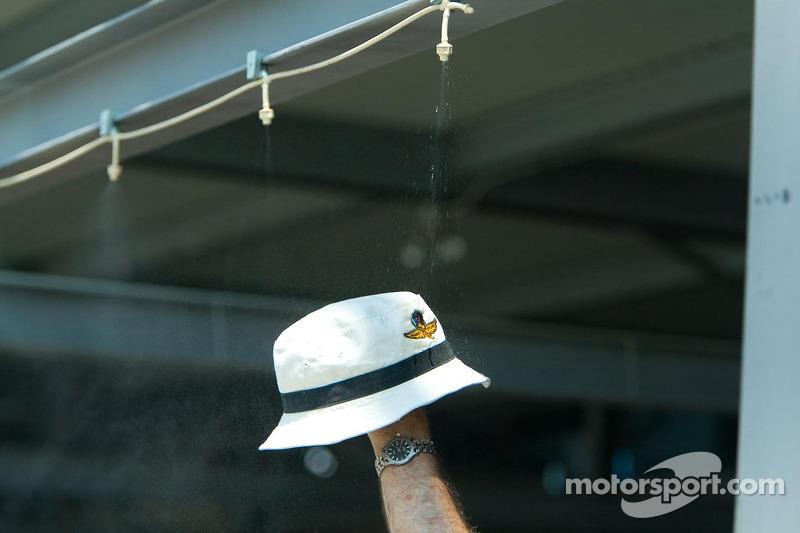 Chapeau pour se battre avec la chaleur à 89 degrés