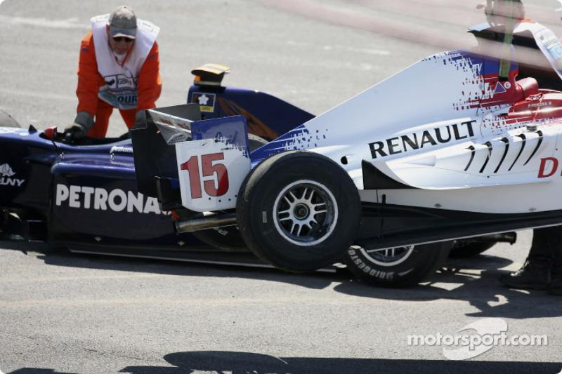 La voiture de Franck Perera est soulevée
