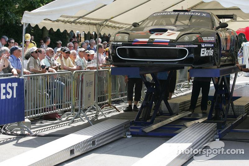 Convers Menx Team Ferrari 550 Maranello à l'assistance
