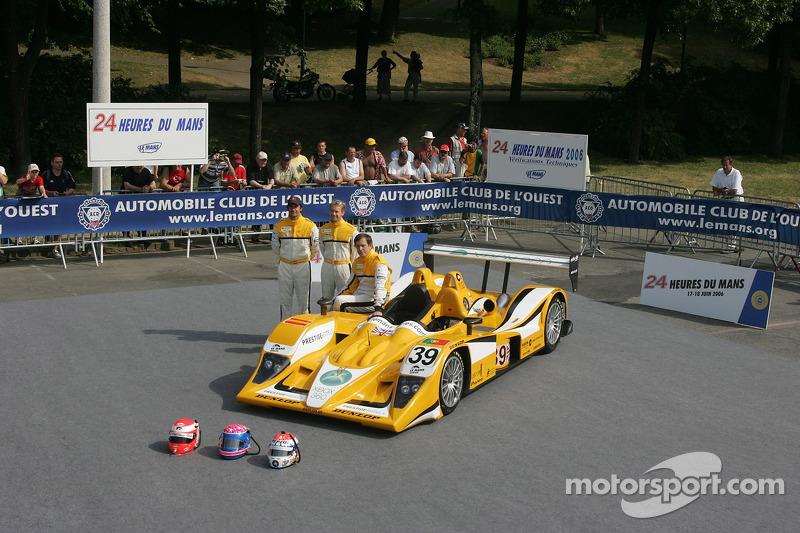 Miguel Amaral, Miguel Angel Castro, et Angel Burgueno avec la Chamberlain - Synergy Motorsport Lola B06-10 AER
