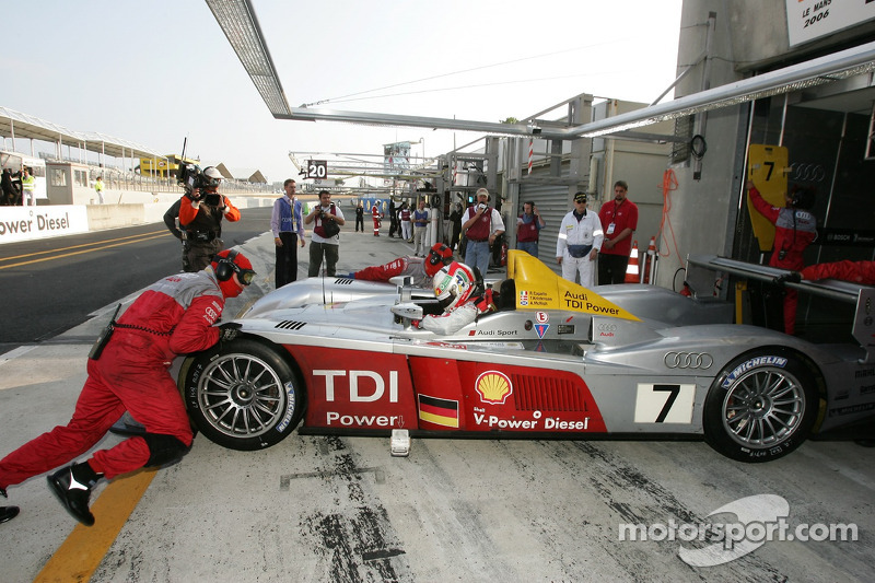 #7 Audi Sport Team Joest Audi R10 a des ennuis