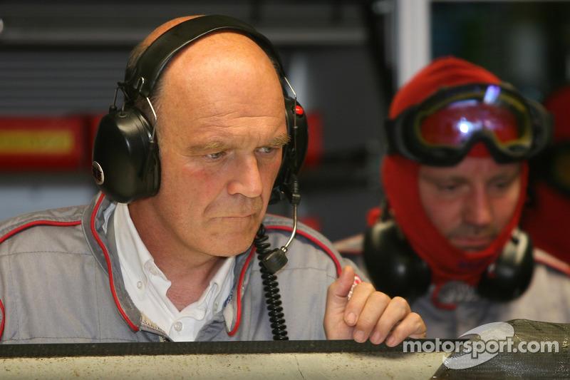 #7 Audi Sport Team Joest Audi R10 a des ennuis: Dr. Wolfgang Ullrich