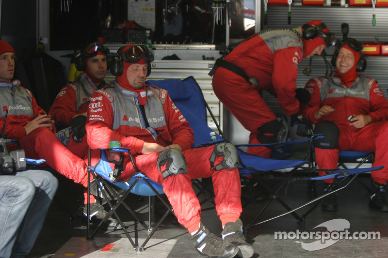 Le garage de Audi Sport Team Joest