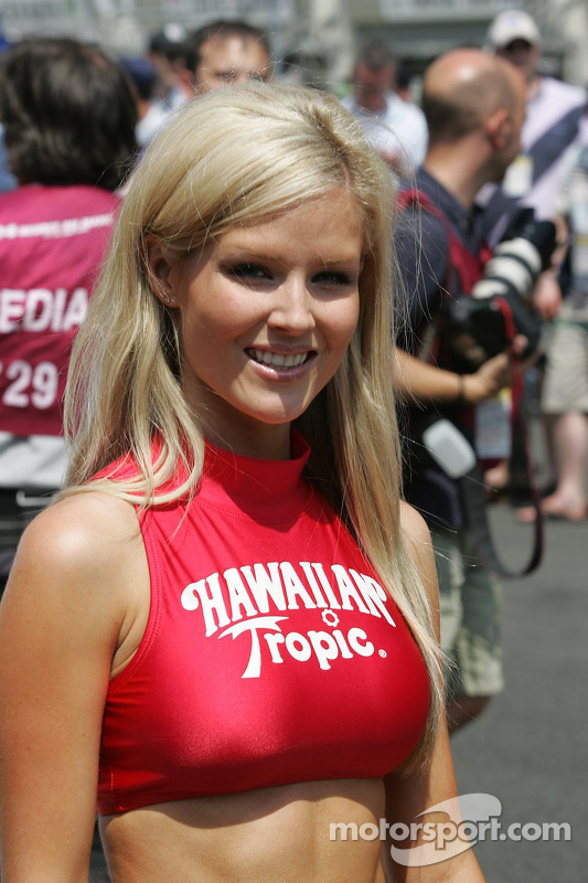 Hawaiian Tropic Girl At 24 Hours Of Le Mans