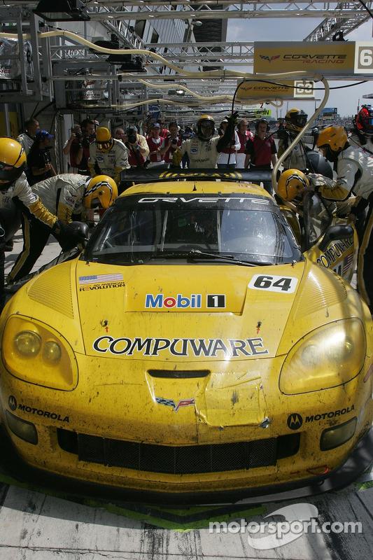 #64 Corvette Racing Corvette C6R dans les stands