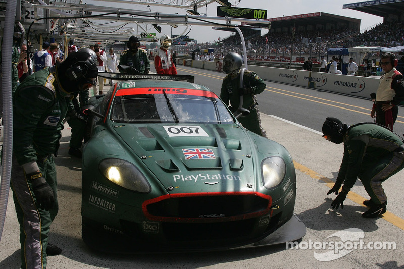 007 Aston Martin Racing Aston Martin Dbr9 In The Pits At 24 Hours Of