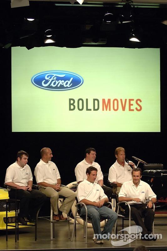 Les pilotes de Ford Racing Craftsman Truck Series participent à un pep rally d'employé à Ford World Headquarters