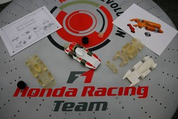 F1 in schools students vs F1 teams challenge: the winning Honda car