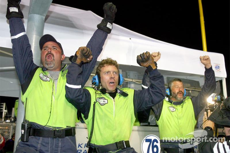 Des membres de l'équipe Krohn Racing fête la victoire