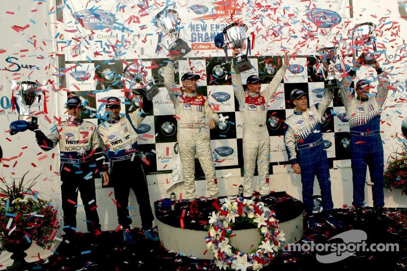 Podium du LMP1 : les grands vainqueurs Rinaldo Capello et Allan McNish, avec en seconde place Chris McMurry et Michael Lewis, et en troisième place James Weaver et Butch Leitzinger