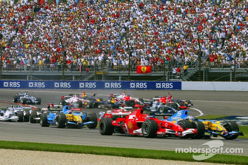 Départ : Michael Schumacher et Fernando Alonso se battent