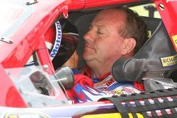 Ken Schrader prepares to qualify