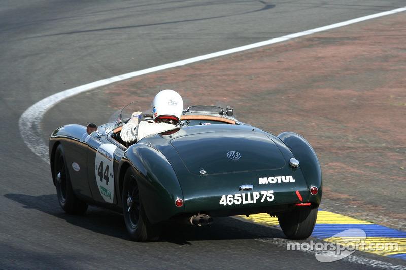 #44 MG A 1959
