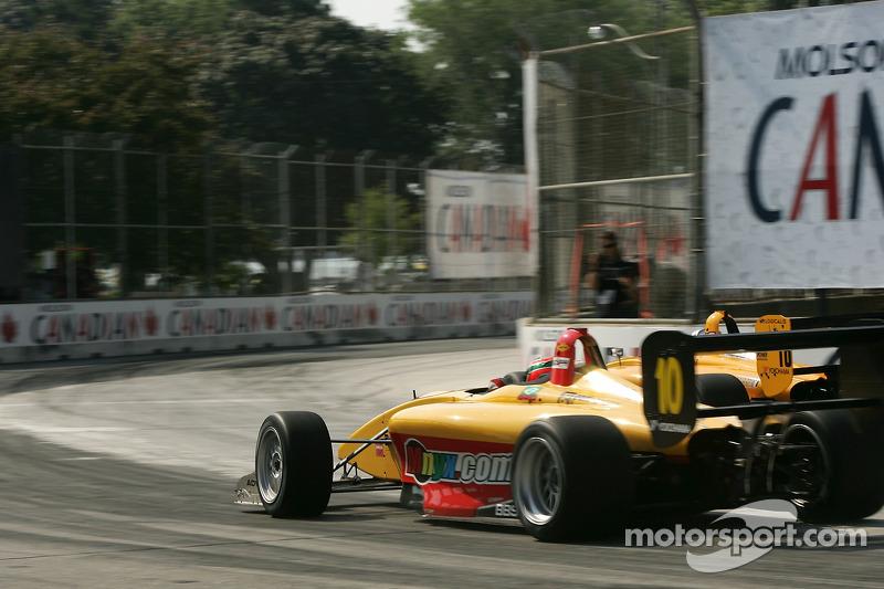 Graham Rahal passe devant Alex Sperafico