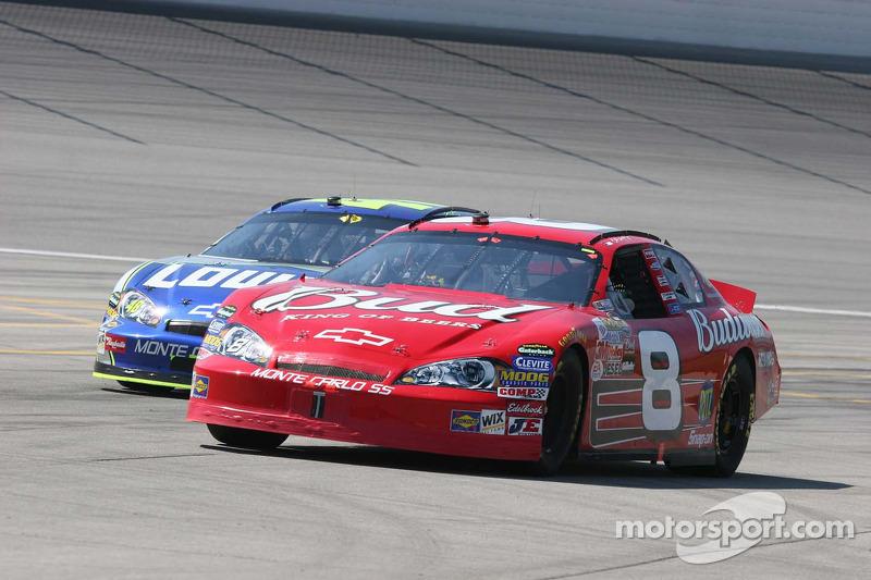 Dale Earnhardt Jr. sur la ligne des stands