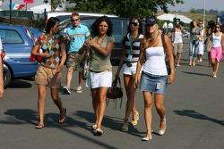 Formula Unas girls arrive at the circuit