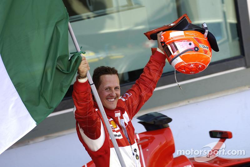 Michael Schumacher festeggia la vittoria