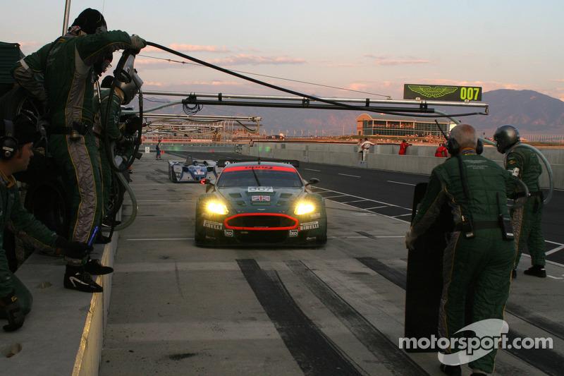 Arrêt au stand d'Aston Martin Racing