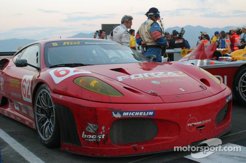 #62 Risi Competizione Ferrari 430 GT Berlinetta dans le cercle de la victoire
