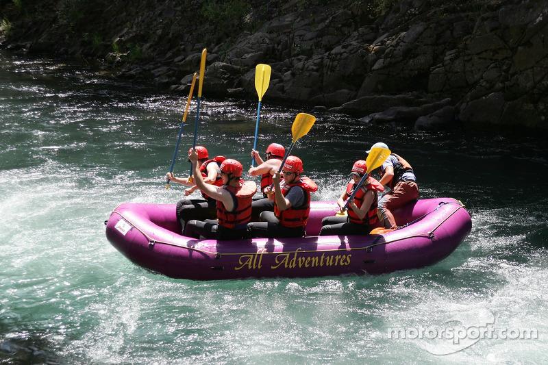 L'équipe de rafting de Panoz raft font la fête après un passage difficile