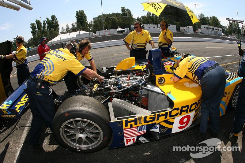 L'équipe Highcroft Racing au travail