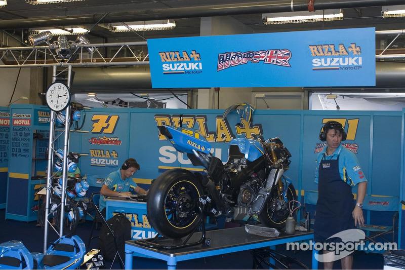 Equipo de Suzuki en el trabajo