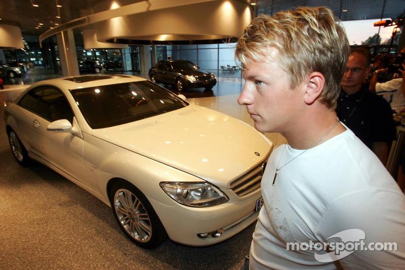 Evénement média de DaimlerChrysler Mercedes: Kimi Räikkönen présente la nouvelle CL600 à Stuttgart
