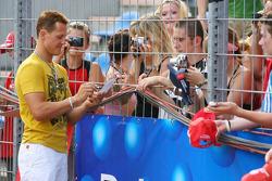 Spiel des Herzens, F1 Superstars plays against the RTL Superstars UNESCO event: arrival of Michael Schumacher