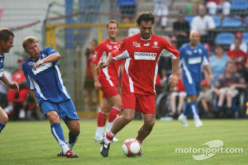 Spiel des Herzens, des stars de la F1 jouent contre des stars de RTL pour l'UNESCO: Maurizio Gaudino