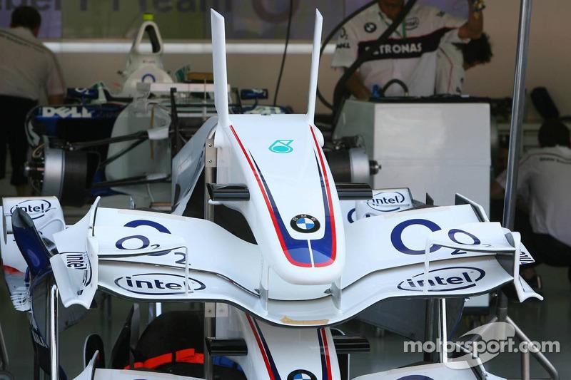 Aileron avant de la BMW-Sauber F1 avec des ailettes qui ont été interdites par la FIA