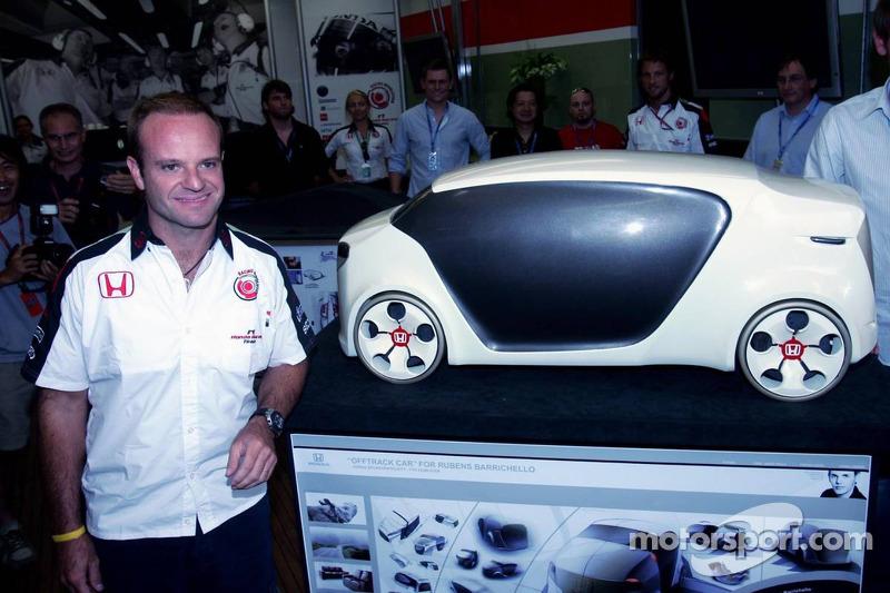 Rubens Barrichello avec une voiture Honda faite pour lui